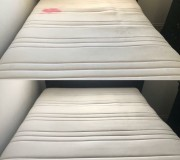 Выведение красного пятна на белом матрасе