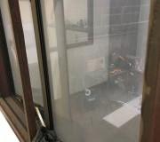 Мутное стекло в рабочем помещении
