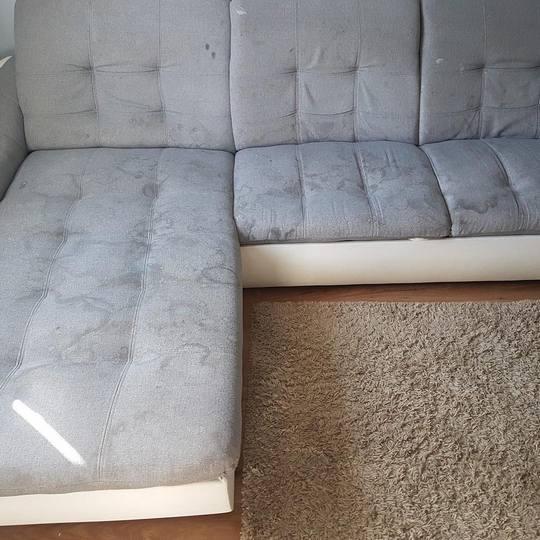 Мебель перед очисткой от разводов и пятен